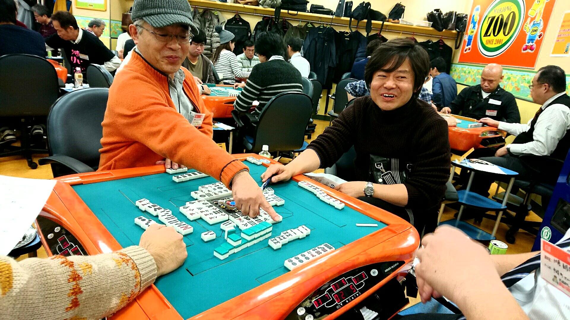 関西・大阪に本部を置く競技麻雀のプロ団体【麻雀共同体WW(ダブル)】の2016年度ペアマッチ【WW Wars】の大会風景。